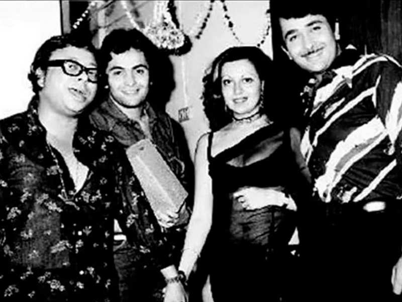 Kareena Kapoor remembers Rishi Kapoor with an UNSEEN picture of the actor with Randhir, Babita and RD Burman