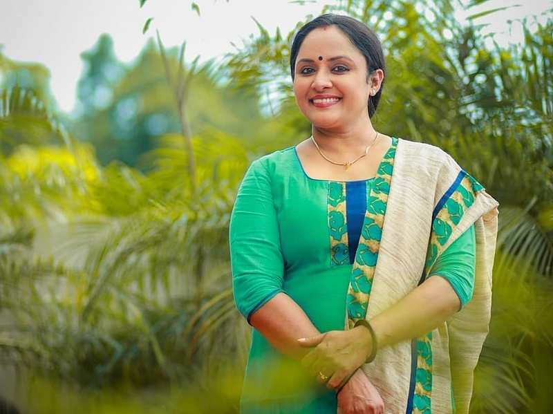 I couldn't hold back my tears when Keshu called me, Uppum Mulakum's Nisha Sarangh on missing her on-screen kids