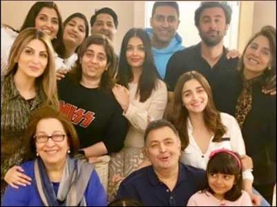 Throwback pic of Rishi with Bachchans, Alia