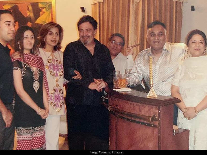Rishi Kapoor's son-in-law Bharat Sahni shares an UNSEEN family photo of the actor and Neetu Kapoor on Mother's Day