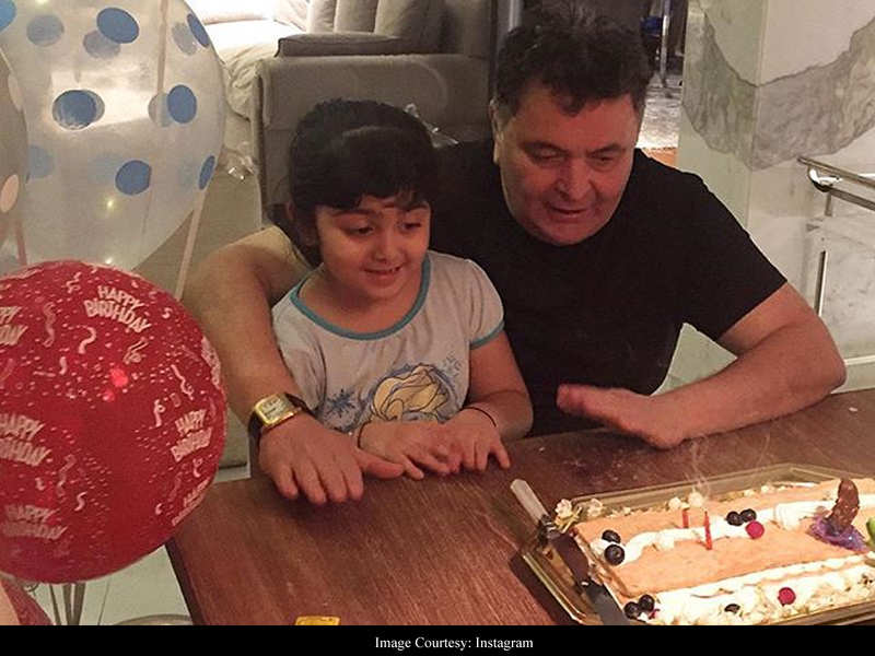 Riddhima Kapoor posts an adorable throwback of Rishi Kapoor celebrating his birthday with granddaughter Samara