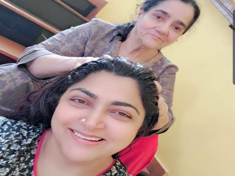 Khushbu spends quality time with her mother