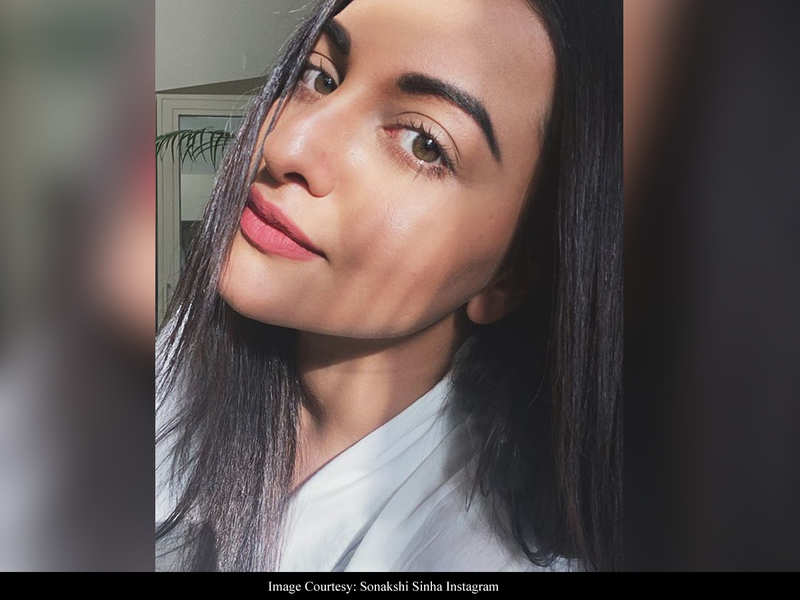Trolls attacking Sonakshi Sinha for her #SundaySelfie need to sign up for lessons in positivity