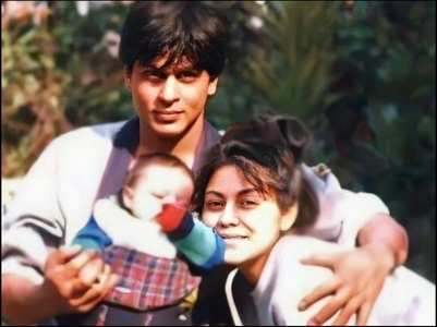 FBF: SRK's priceless pic with little Aryan