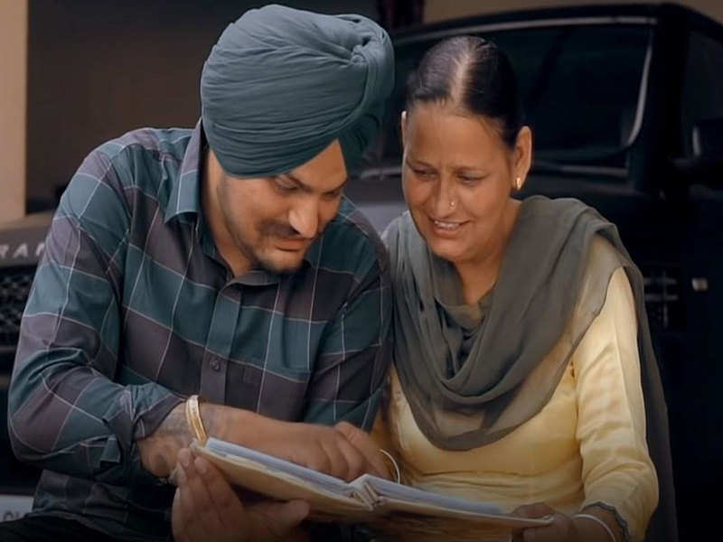 Dear Mama: Sidhu Moose Wala releases a heart touching melody on the birthday of his mother
