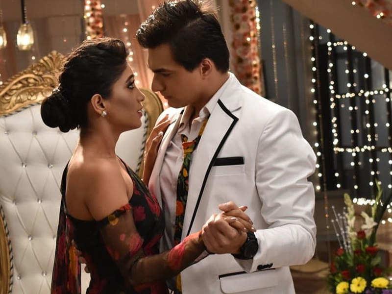 Flashback Friday: Shivangi Joshi and Moshsin Khan's romantic picture from Yeh  Rishta Kya Kehlata Hai makes fans miss them - Times of India