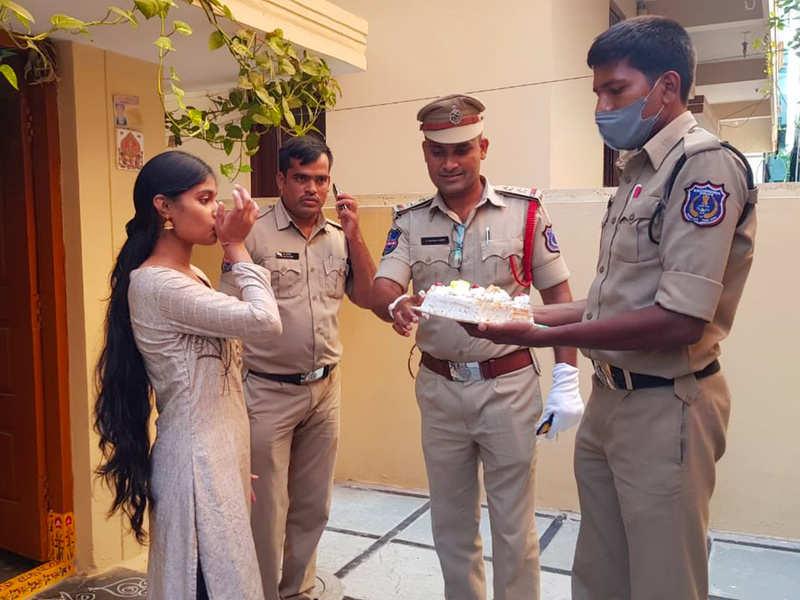 Saroornagar Police celebrate birthday of Greenpark Colony resident amid lockdown
