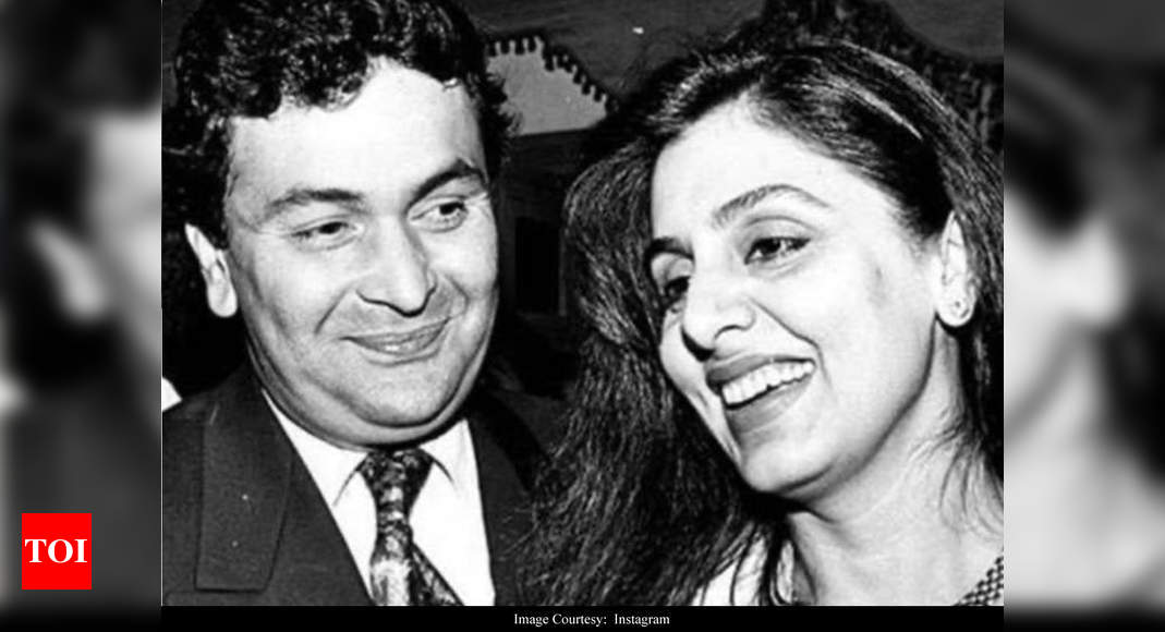 THIS throwback picture of Rishi Kapoor fondly looking at wife Neetu Kapoor spells LOVE – Times of India