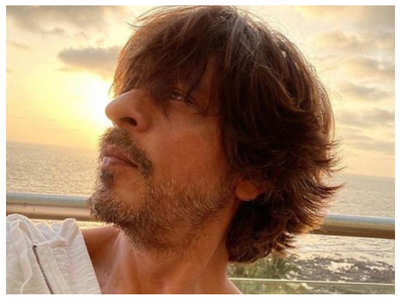 You can't get over SRK's sun-kissed selfie