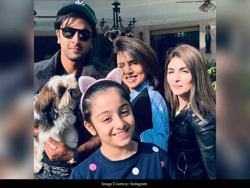Rishi Kapoor's daughter Riddhima posts a happy sun-kissed click with Neetu Kapoor, Ranbir and daughter Samara