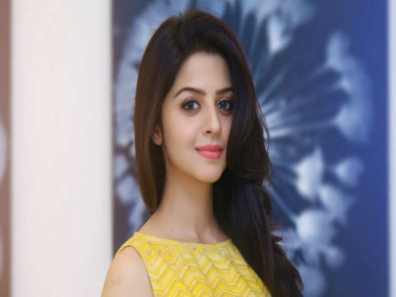 Vedhika Gets A Hair Cut From Her Mom Tamil Movie News Times Of India