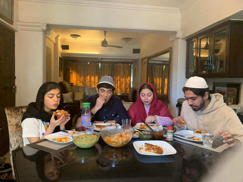 Actor Aasif Sheikh breaking his Roza with his family