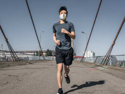 Jogger's lungs collapsed after running with facemask. Here is why you should avoid working out with masks