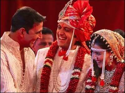 Unseen pictures Akki with Riteish-Genelia