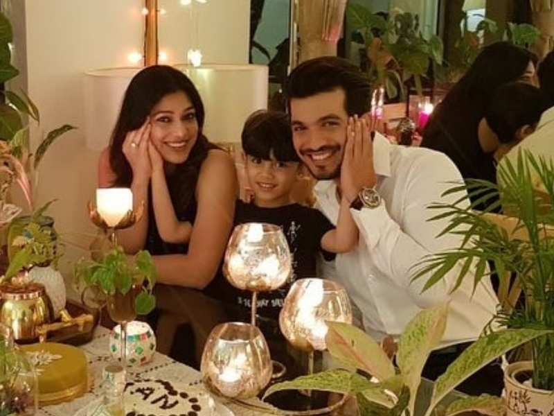 Arjun Bijlani, wife Neha celebrate 7th wedding anniversary; actor says, 'I hereby give you all awards for all these years'