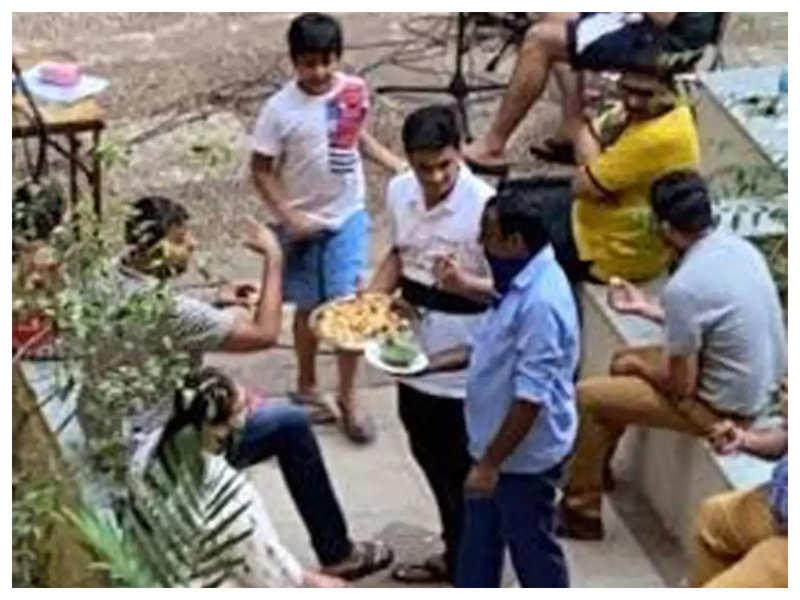 This society organised a samosa party in corona hit Mumbai!