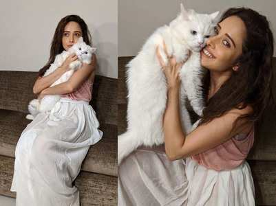 Nushrat is all-happy to pose with her pet cat