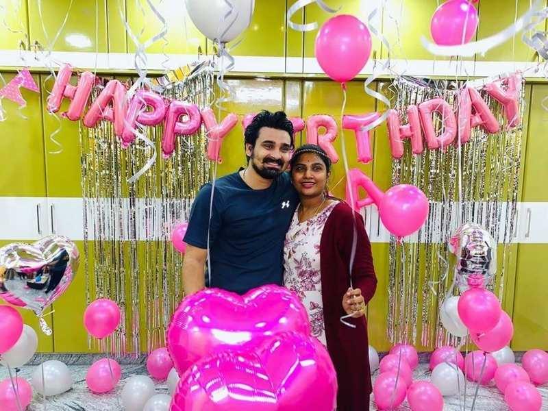 Yogesh makes wife Myna Nandhini's birthday special during lockdown