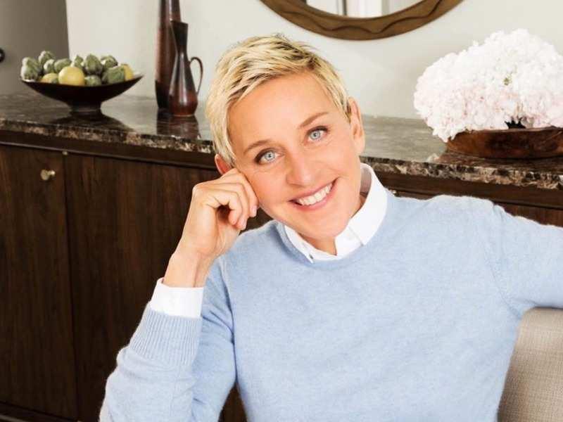 Ellen DeGeneres cuts mom Betty's hair for 90th birthday (Photo - Instagram)