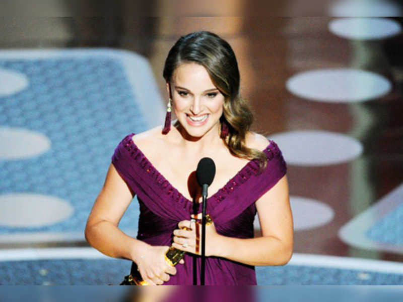 "Natalie Portman wins best actress for Black Swan    <a href=""http://photogallery.indiatimes.com/articleshow/7591654.cms"" target=""_blank"">More Pics</a>"
