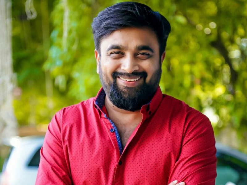 Sasikumar to play the cop in Ayyappanum Koshiyum Tamil remake