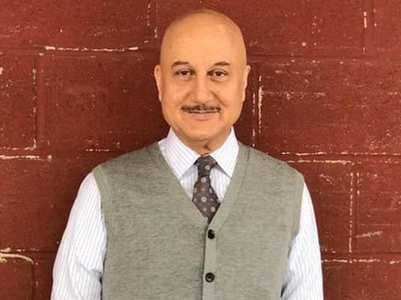 Video: Anupam celebrates 36 years in B-Town