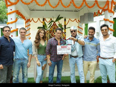 Bollywood to resume shoot, thanks to Maha CM