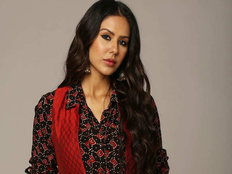 Sonam Bajwa thanks fans for loving her character 'Babbu Bains' from 'Ardab Mutiyaran'