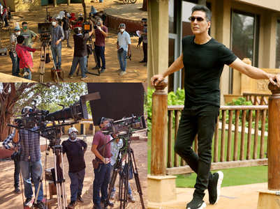 Akshay and R Balki shoot at Kamalistan studio