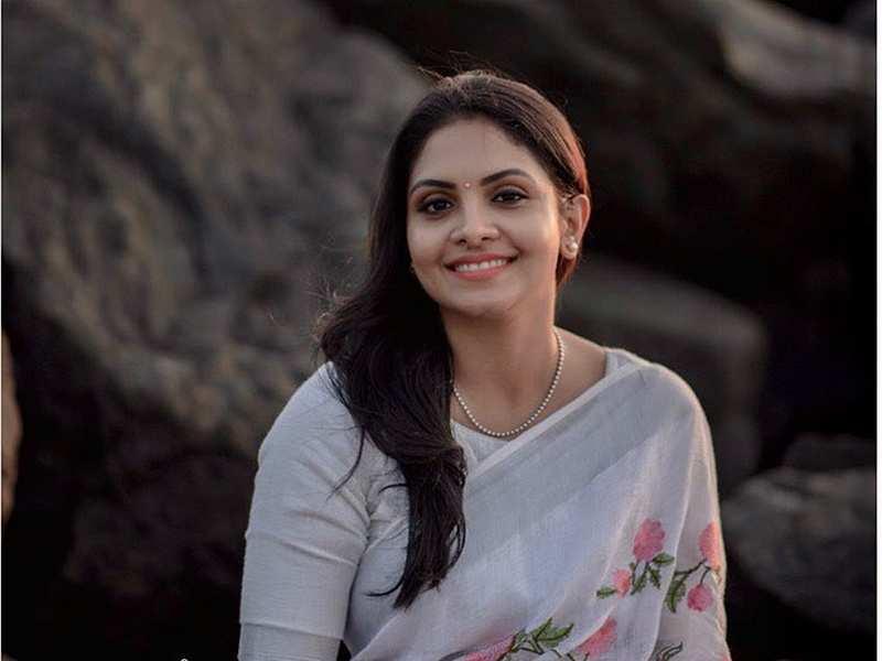 Gayathri Arun turns nostalgic about 'Parasparam' days