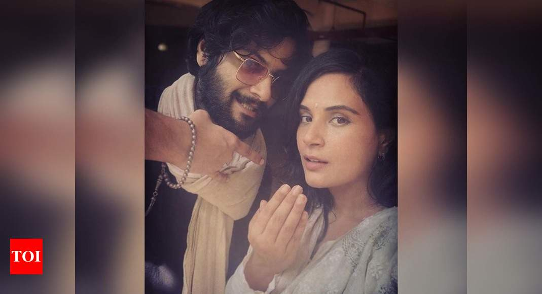 "Ali Fazal gives ""Eid Wala"" pose with his ladylove Richa Chadha in his post; captions, 'Ramzaan has been a very introspective month' – Times of India"