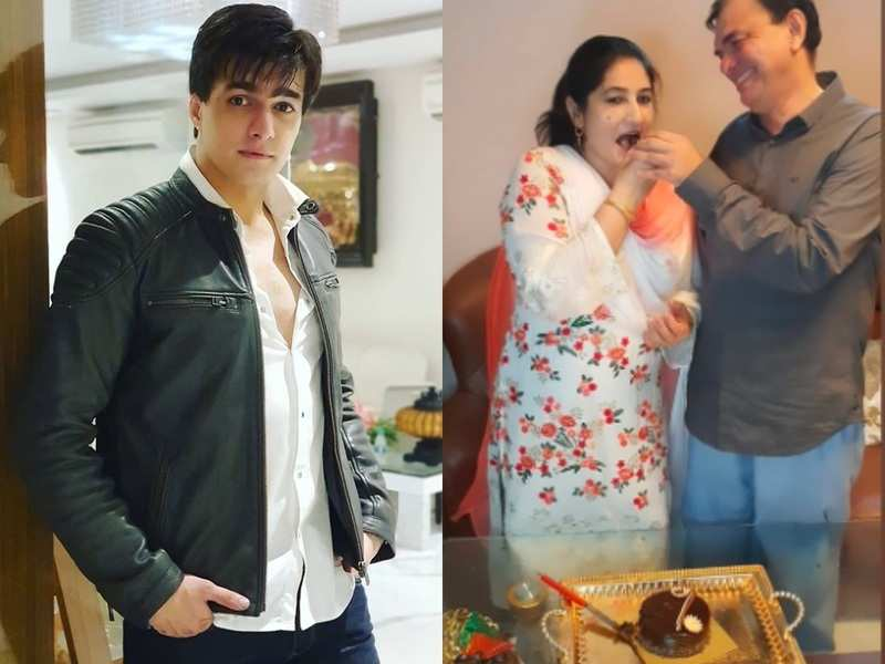 Mohsin Khan celebrates parents' wedding anniversary with delicious cakes; delights fans with photos