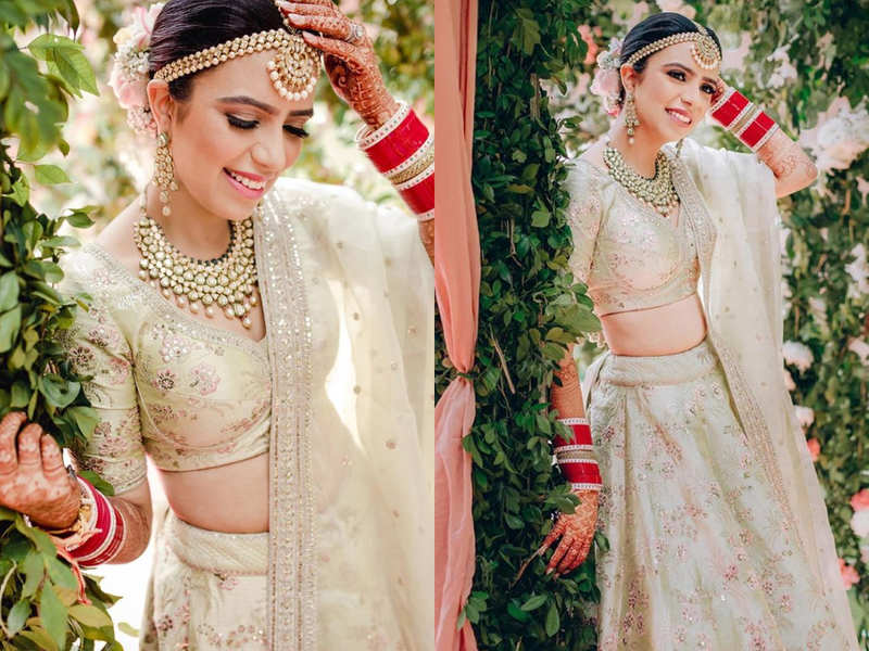 This bride wore a tea green Sabyasachi lehenga for her pre-lockdown wedding