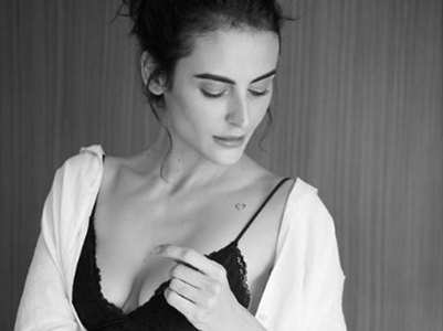 Mandana Karimi goes topless