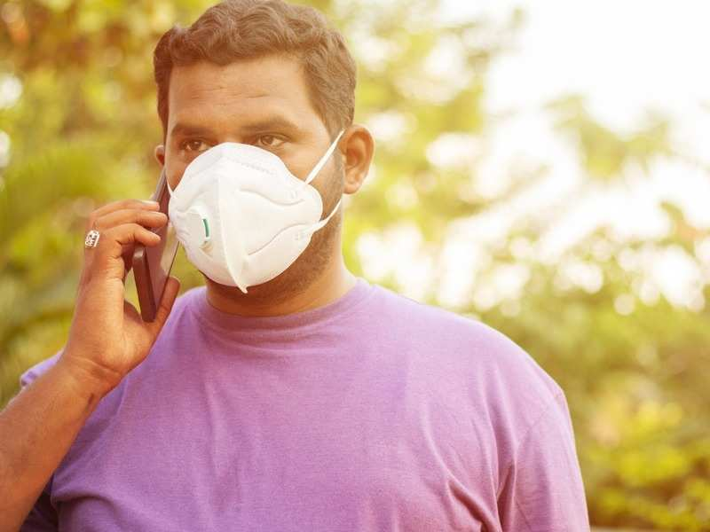 Masks can limit household spread before COVID-19  symptoms appear