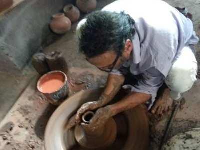 Jackie Shroff aces pottery like a pro