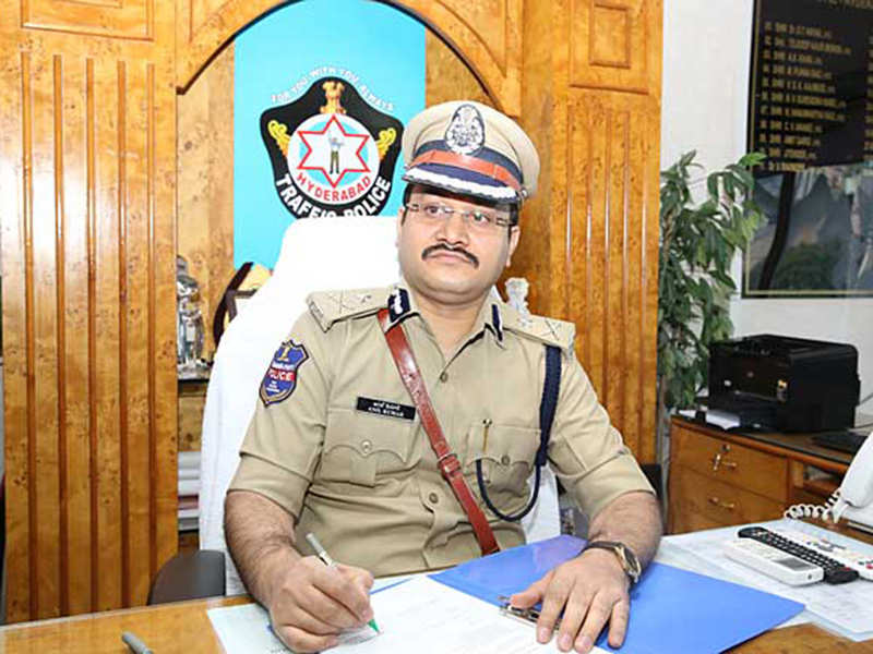 Additional Commissioner of Police Traffic Anil Kumar boosts morale of a Covid-19 positive officer