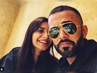 Sonam and Anand pose for a cool selfie!