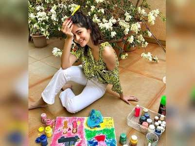 Ananya paints the poster of 'Khaali Peeli'