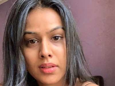 Nia Sharma on clicking selfies