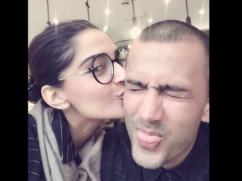 Sonam Kapoor's latest picture is a perfect throwback to her dating days with husband Anand Ahuja