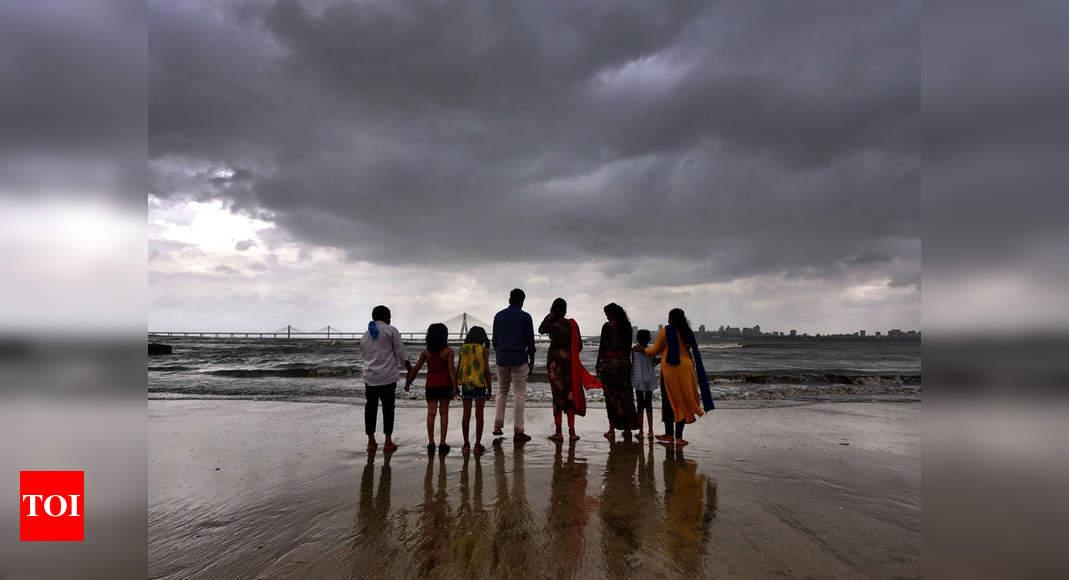 Cyclone Nisarga may hit Maharashtra-Gujarat coast on June 3, bring strong wind with heavy rainfall in Mumbai | India News – Times of India