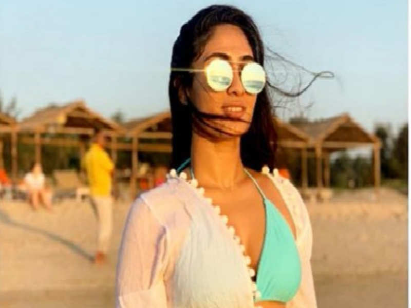 Naanum Single Thaan actress Deepti Sati clarifies on her bikini photos