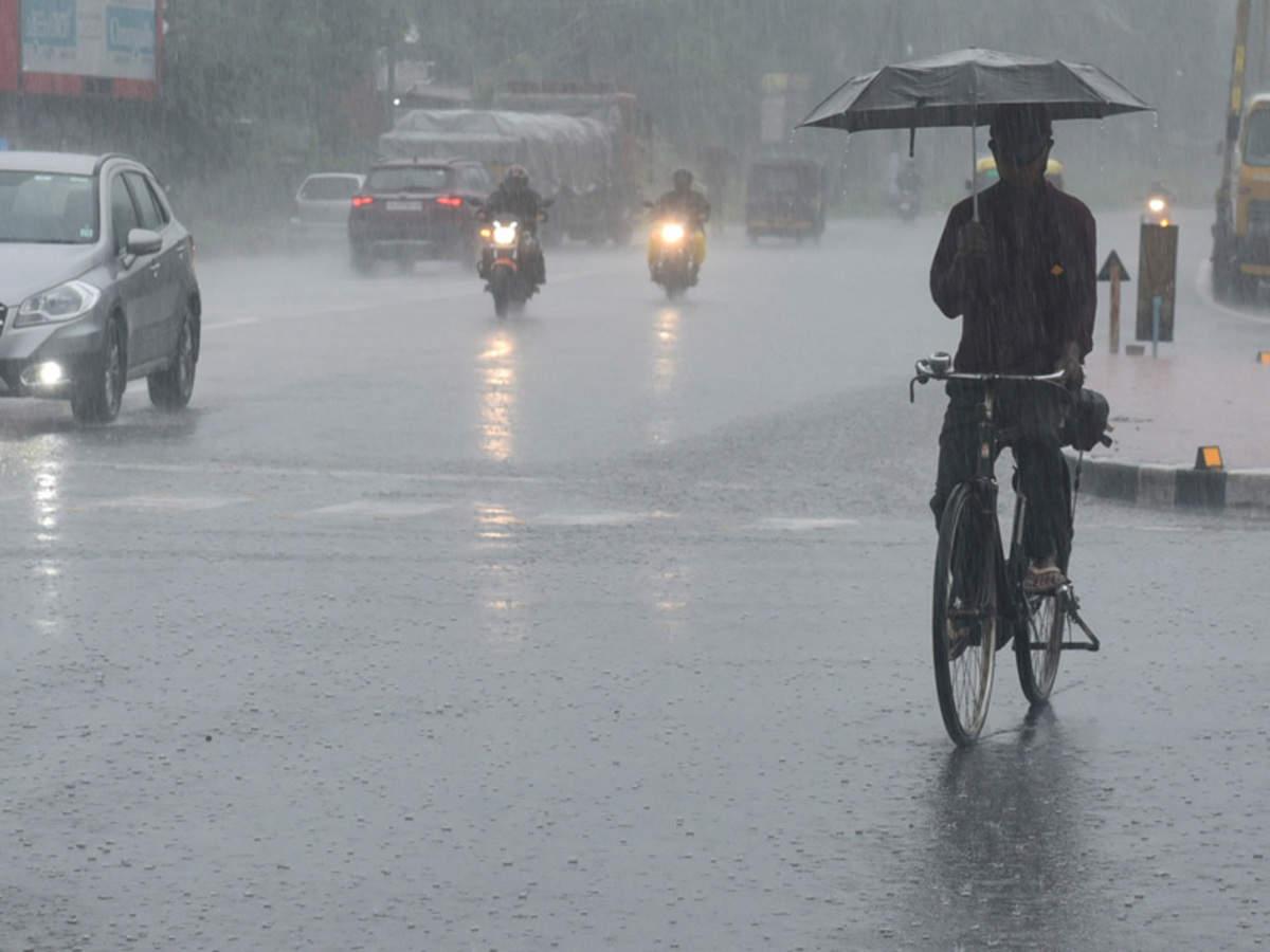 Kerala rain: Monsoon hits Kerala, several parts receive heavy rains; red  alert in Kozhikode | India News - Times of India