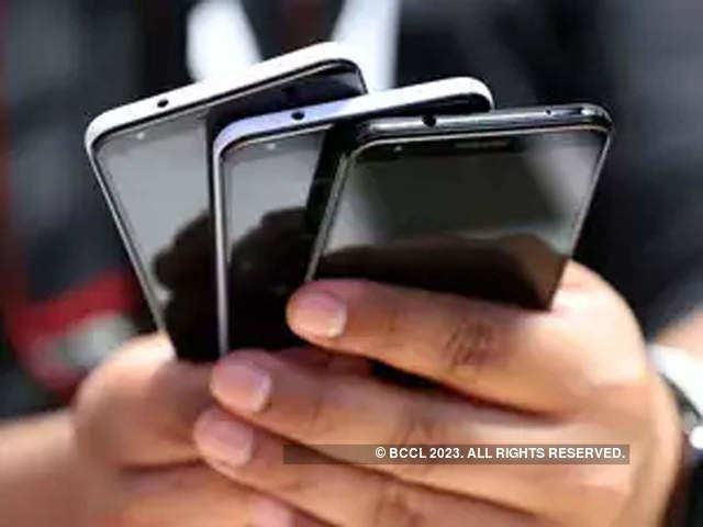 Offline handset retailers bet on online platform to take on e-commerce, post Covid era