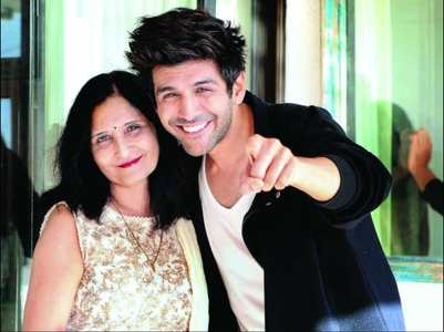 When Kartik Aaryan's kiss made his mom cry