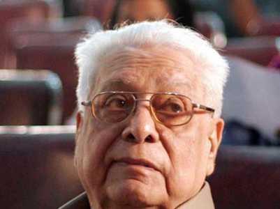 Atanu pays his tribute to Basu Chatterjee