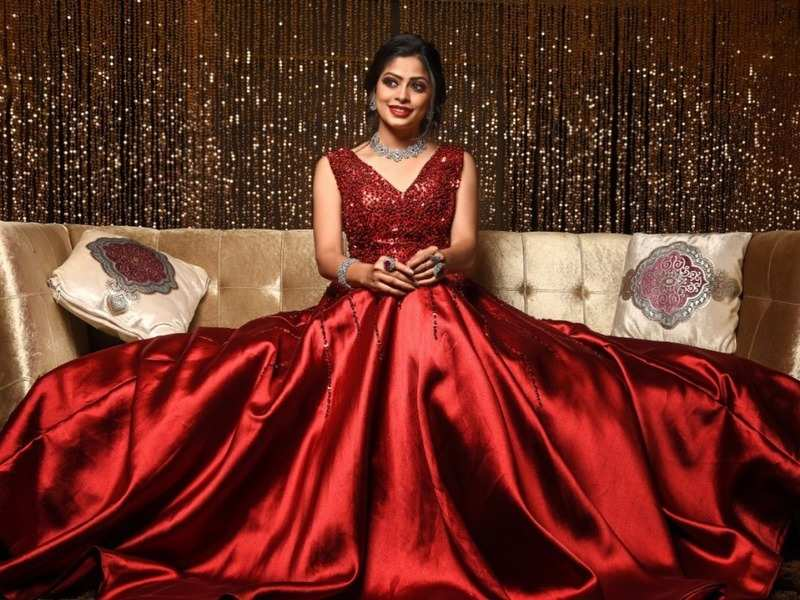 Neethane Enthan Ponvasantham fame Dharshana Ashokan thanks fans for making her birthday special