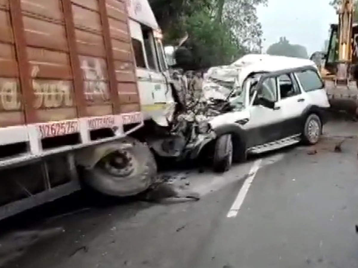 Pratapgarh Road Accident Nine Of A Family Killed In Road Mishap In Pratapgarh Allahabad News Times Of India