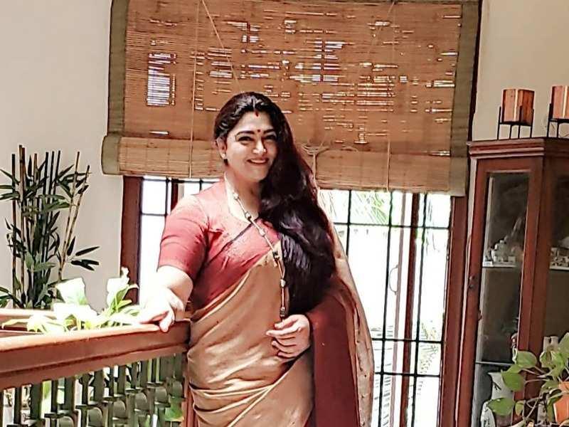 Lakshmi Stores actress Khushbu Sundar stuns fans with her new look; see pics